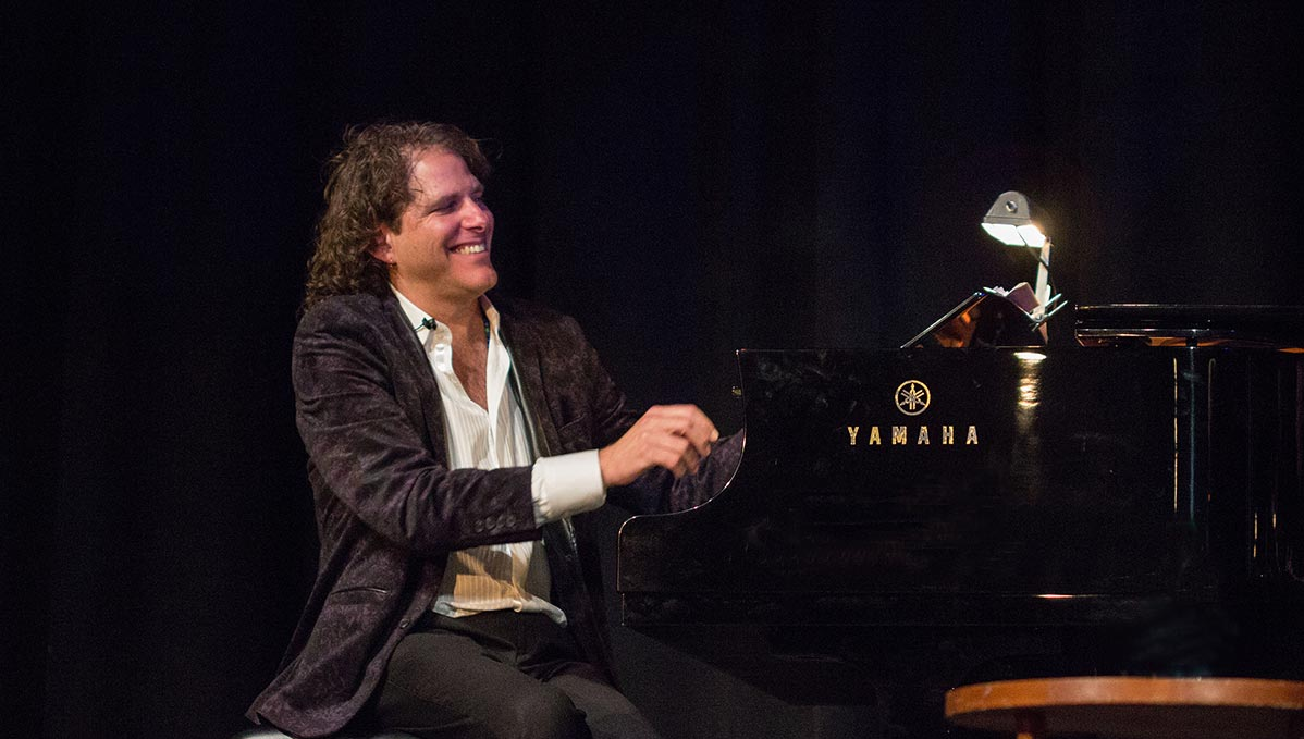 Broadway Piano Player