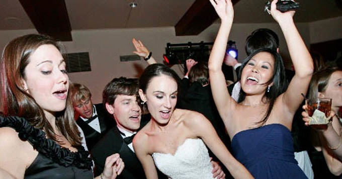 Bride Andgroom Dancinglf7210